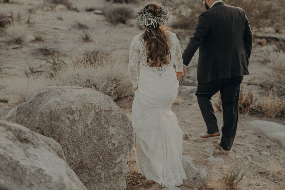 ©Isaiah + Taylor Photography - Joshua Tree Wedding Elopement-087.jpg