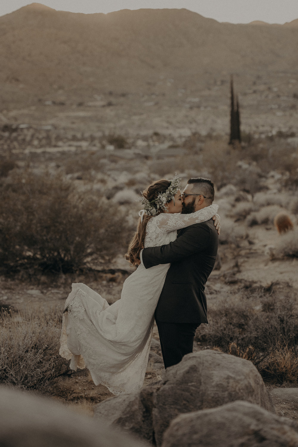 ©Isaiah + Taylor Photography - Joshua Tree Wedding Elopement-090.jpg