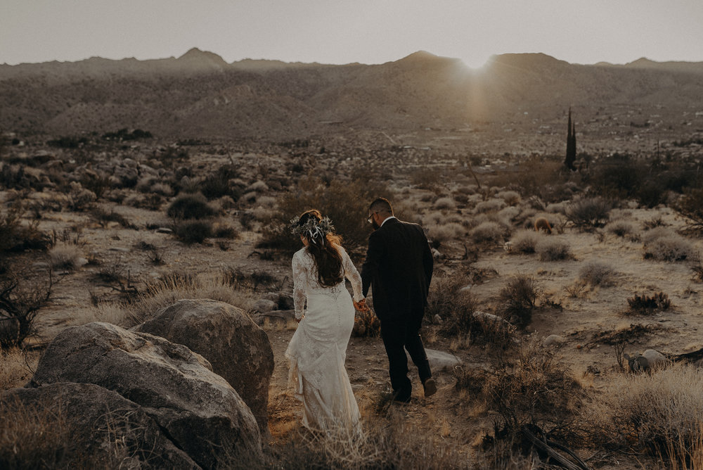 ©Isaiah + Taylor Photography - Joshua Tree Wedding Elopement-091.jpg