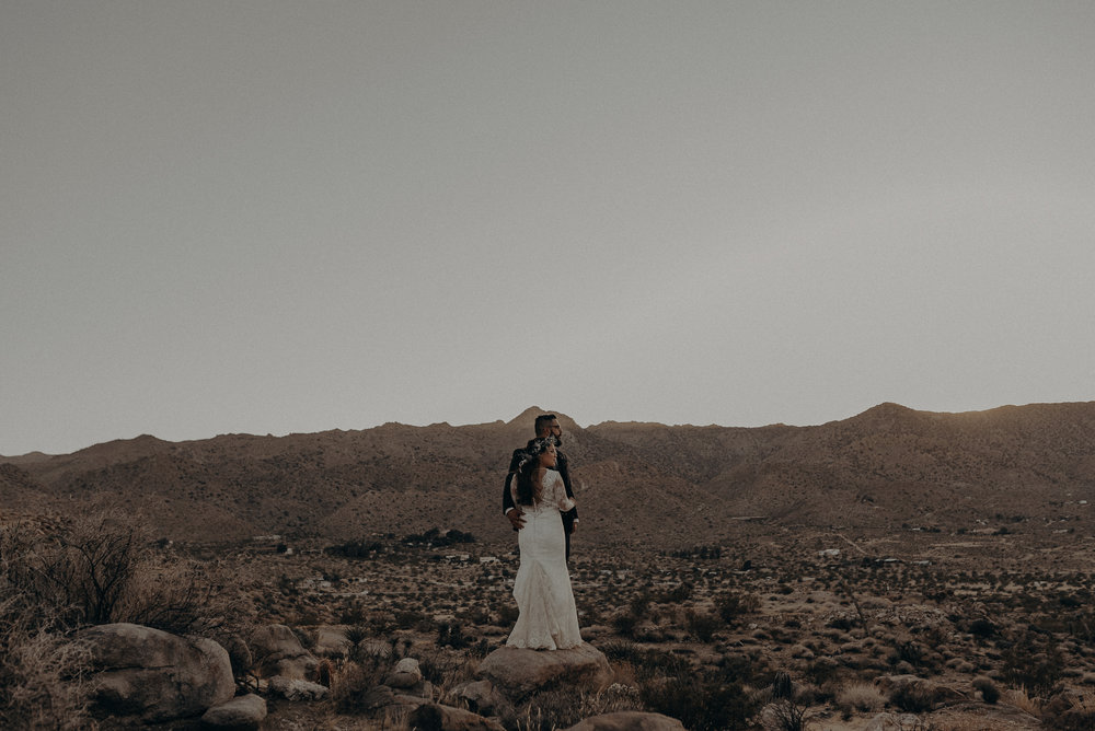 ©Isaiah + Taylor Photography - Joshua Tree Wedding Elopement-093.jpg