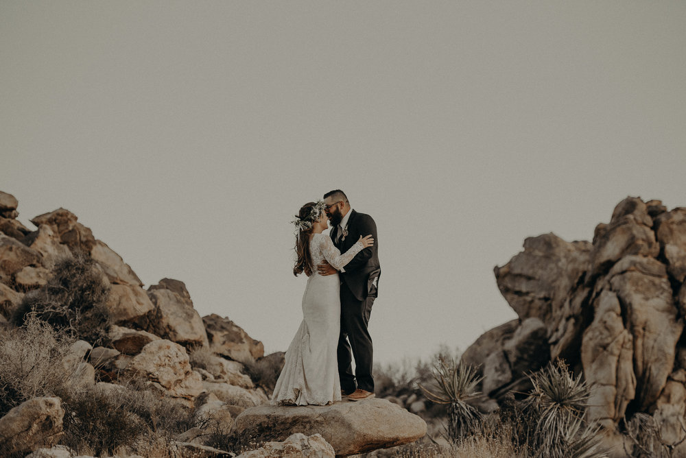 ©Isaiah + Taylor Photography - Joshua Tree Wedding Elopement-096.jpg