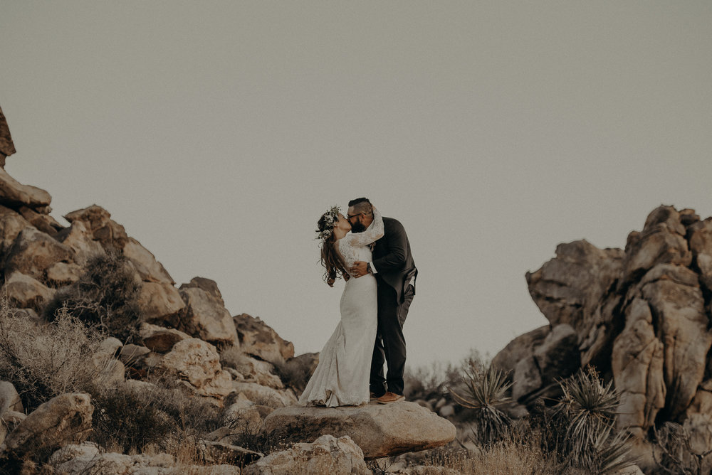 ©Isaiah + Taylor Photography - Joshua Tree Wedding Elopement-097.jpg