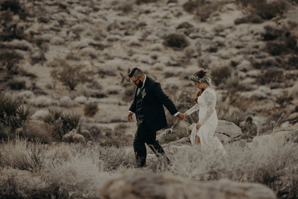 ©Isaiah + Taylor Photography - Joshua Tree Wedding Elopement-100.jpg