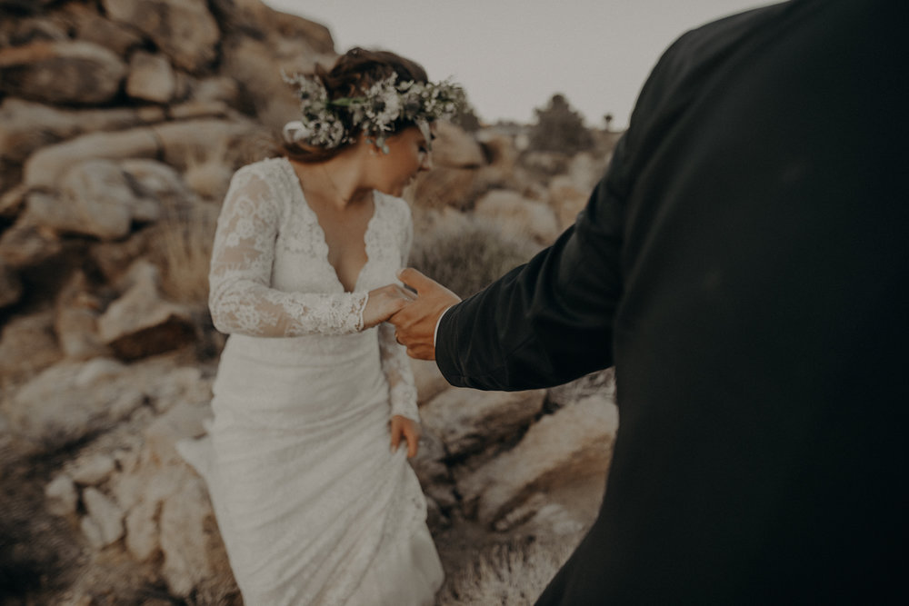 ©Isaiah + Taylor Photography - Joshua Tree Wedding Elopement-106.jpg