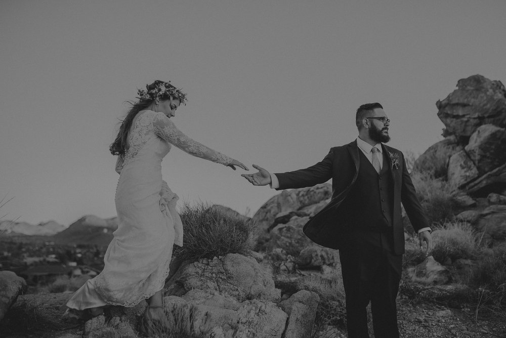 ©Isaiah + Taylor Photography - Joshua Tree Wedding Elopement-107.jpg