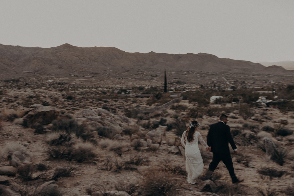 ©Isaiah + Taylor Photography - Joshua Tree Wedding Elopement-111.jpg