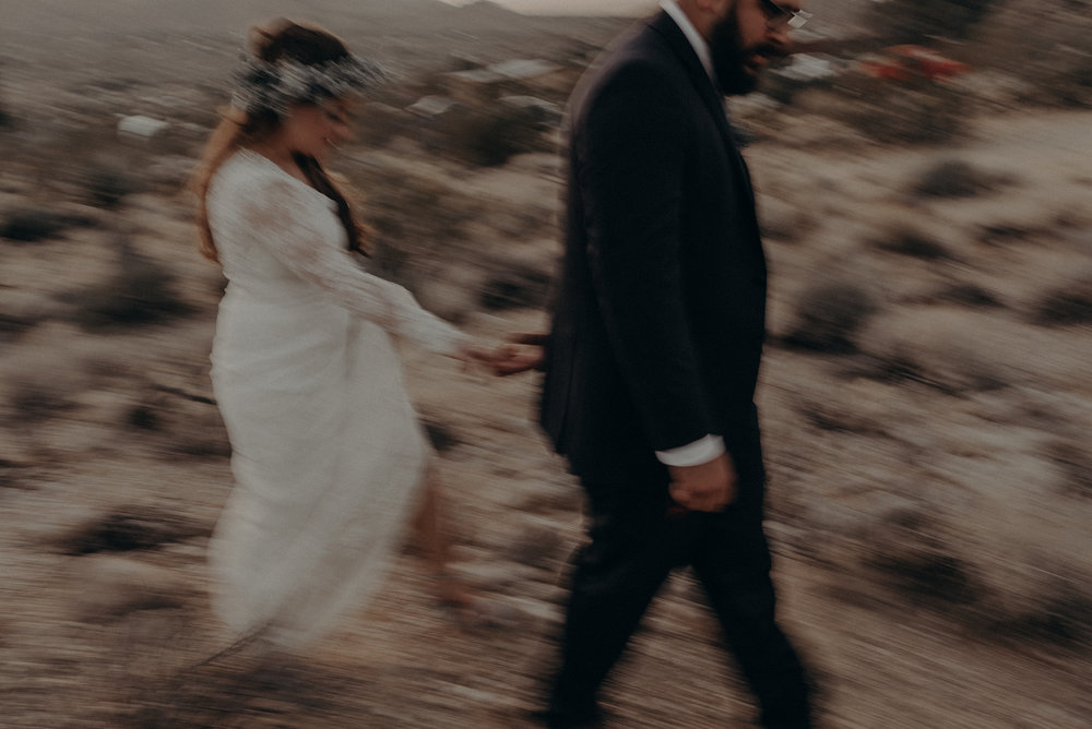 ©Isaiah + Taylor Photography - Joshua Tree Wedding Elopement-112.jpg