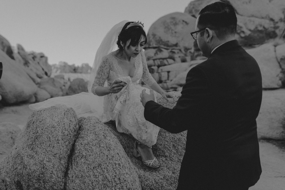 © Isaiah + Taylor Photography - Long Beach Wedding Photographer - Joshua Tree Elopement-116.jpg