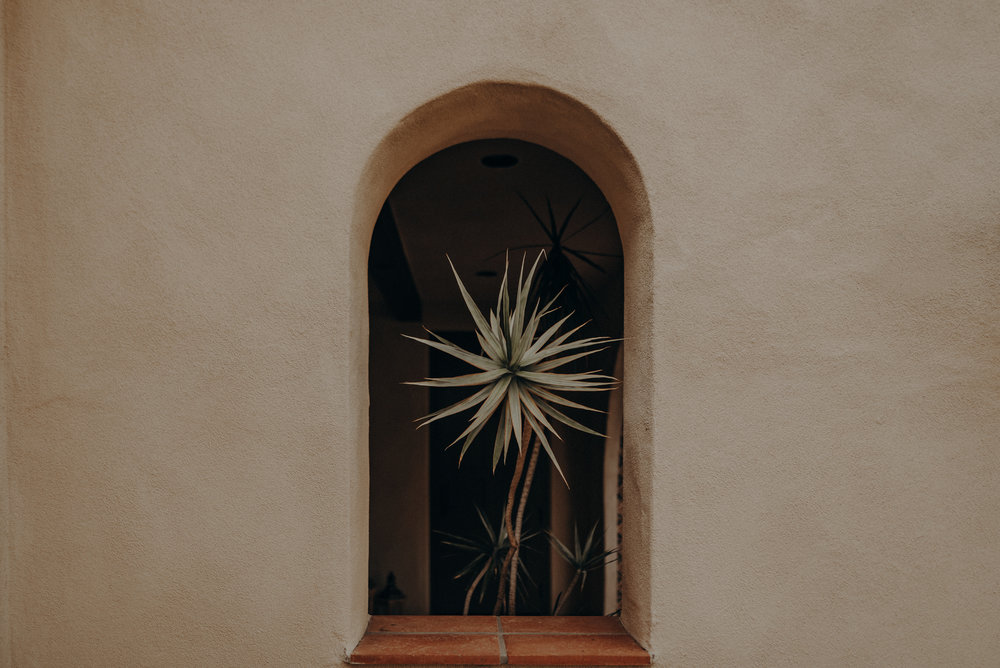 Isaiah And Taylor Photography - Los Angeles Wedding Photographers - La Venta Inn venue - Wayfarers Chapel-006.jpg