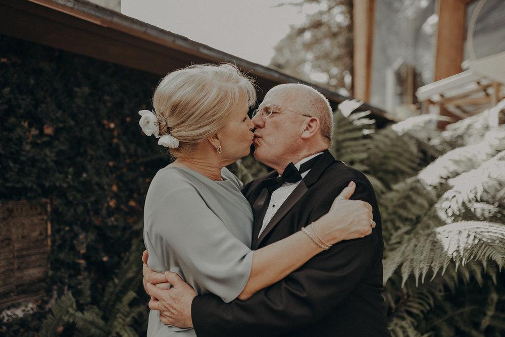 Isaiah And Taylor Photography - Los Angeles Wedding Photographers - La Venta Inn venue - Wayfarers Chapel-042.jpg