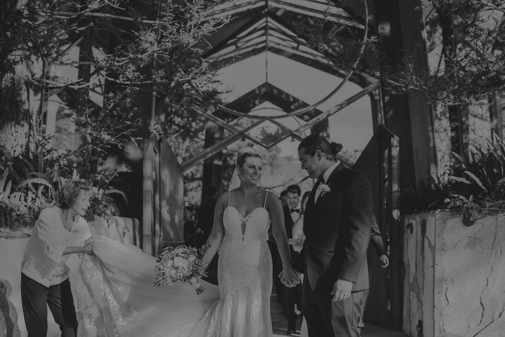 Isaiah And Taylor Photography - Los Angeles Wedding Photographers - La Venta Inn venue - Wayfarers Chapel-061.jpg