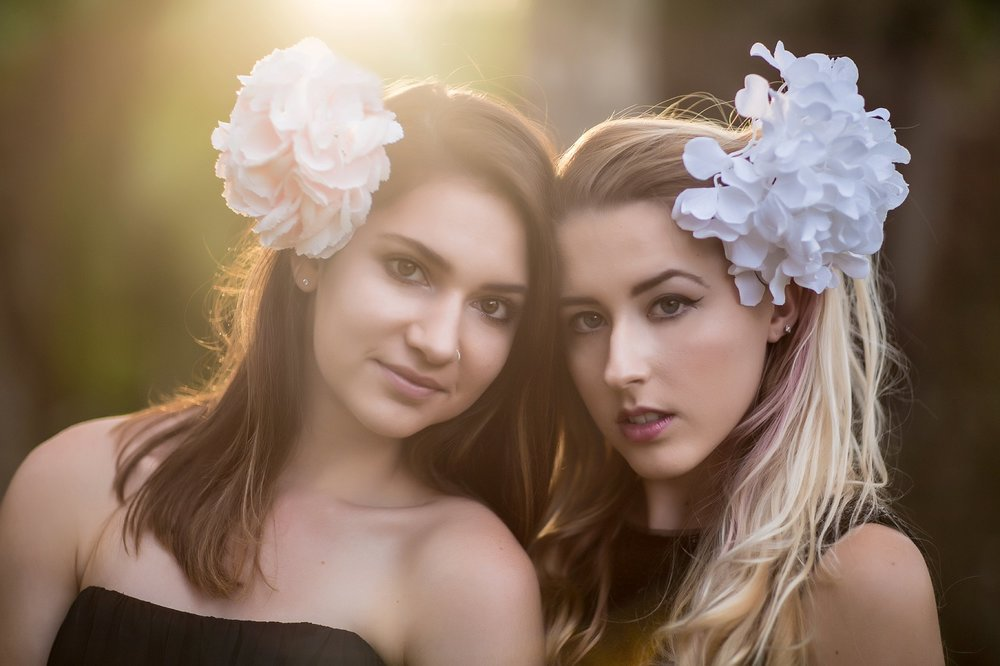 BACKLIT SENIOR FRIENDS PHOTO SESSION | NICHOLE MARIE BOUDOIR & BEAUTY