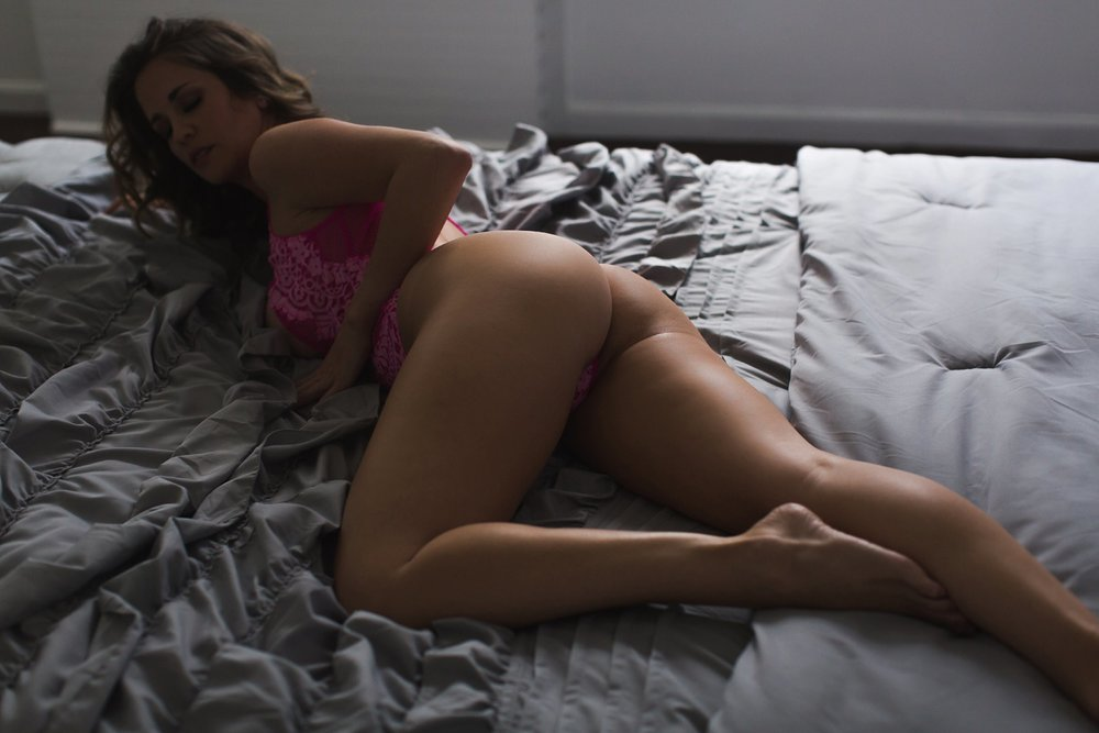 BOUDOIR SHOT ACCENTUATING LEGS AND BOOTY