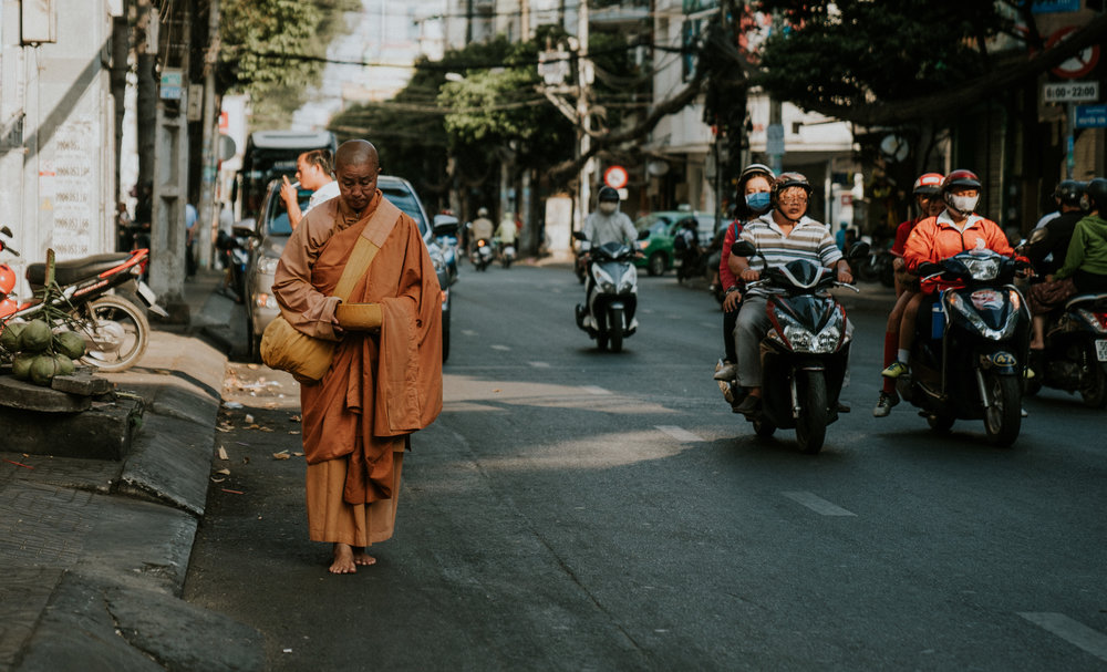 vietnam-monk-saigon-hochiminhcity