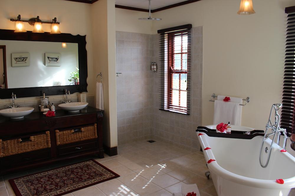 The_Manor_Bathroom_Interior_2_Tanzania_Safari_Takims_Holidays