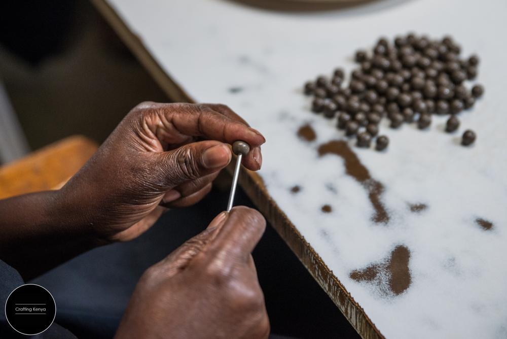 CraftingKenya_2014-09-09_Nairobi_Kasuri beads_005.jpg