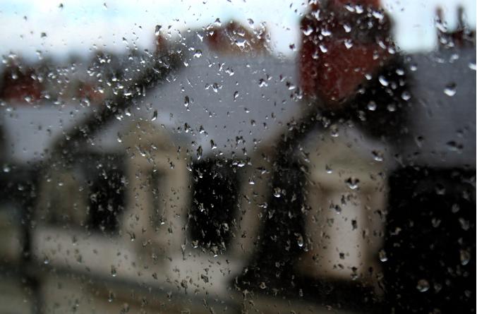 unejeunedemoiselle: alwaysgetwhatyouwant: Toute la pluie tombe sur moi… li la la