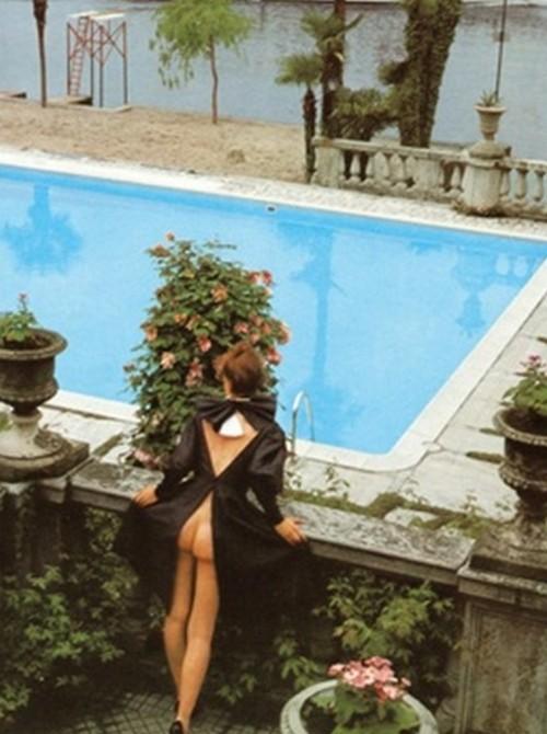 morsure :     by helmut newton for vogue italia 1980