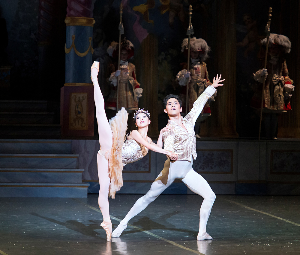 Dancers: Misa Kuranaga and Jeffrey Cirio as the Sugar Plum Fairy and Nutcracker Prince Photographer: ©Gene Schiavone