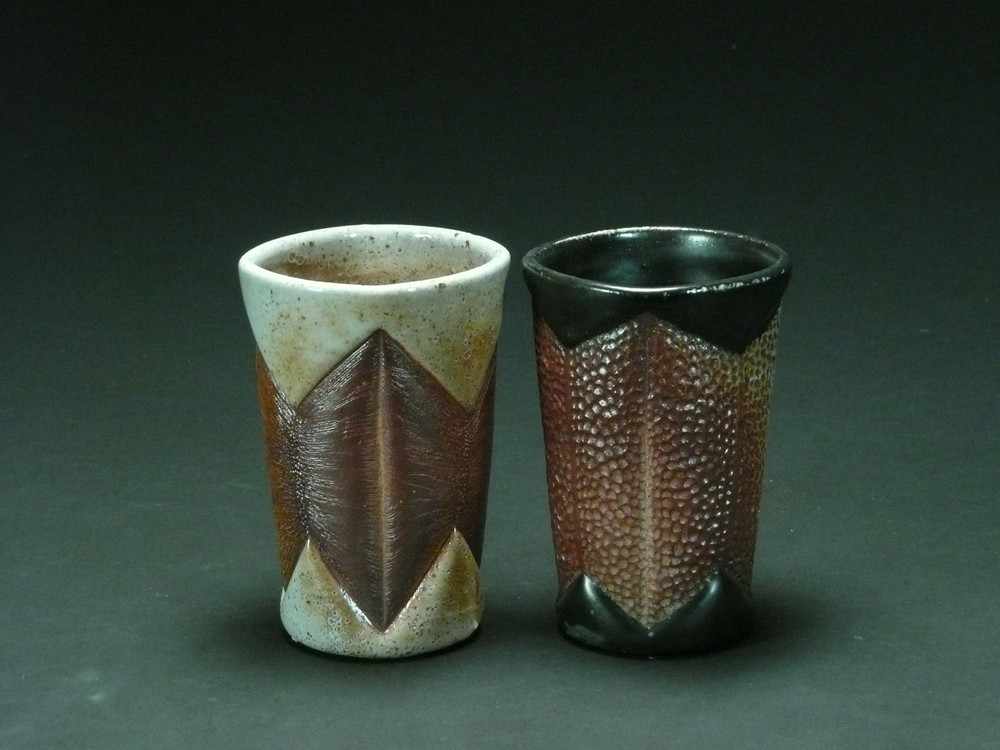 Black and white tumbler pair