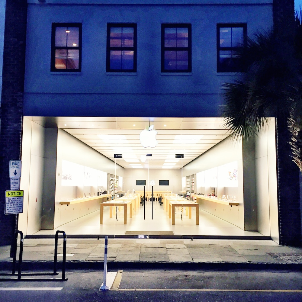 Apple Retail Store.  Architect: Unknown