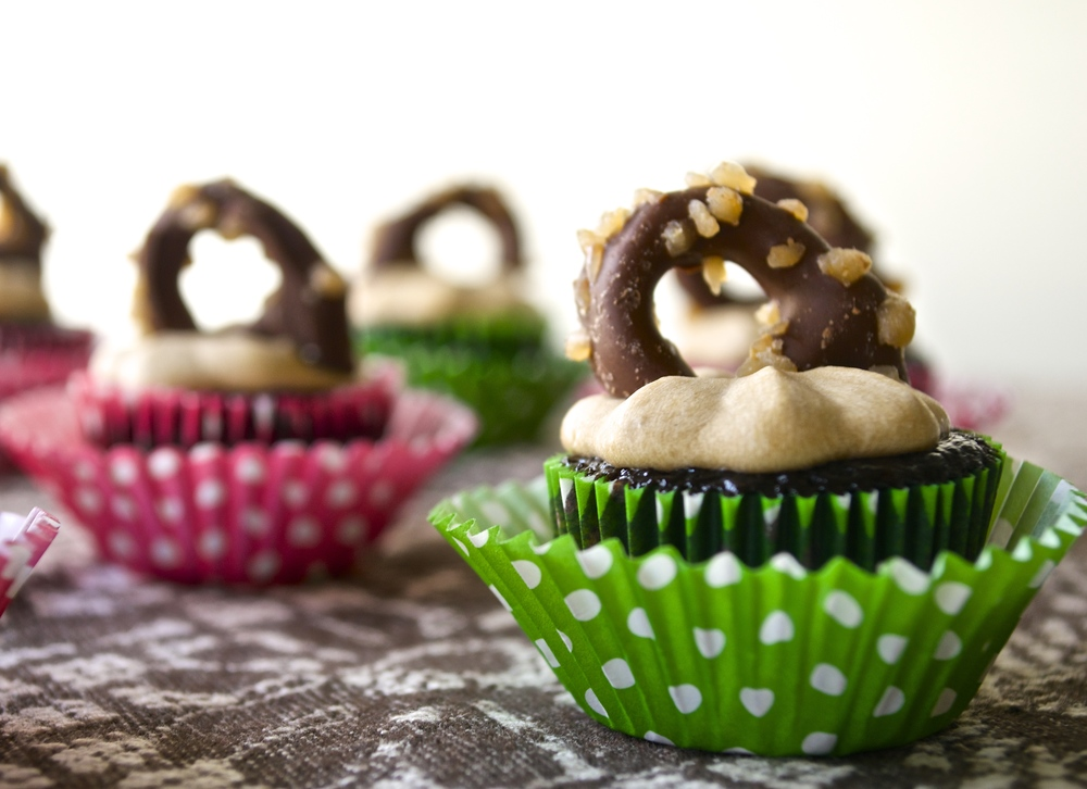 Chocolate Toffee Mini Cupcakes | Pale Yellow