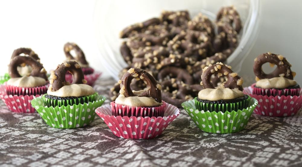 Chocolate Toffee Mini Cupcakes | Pale Yellow