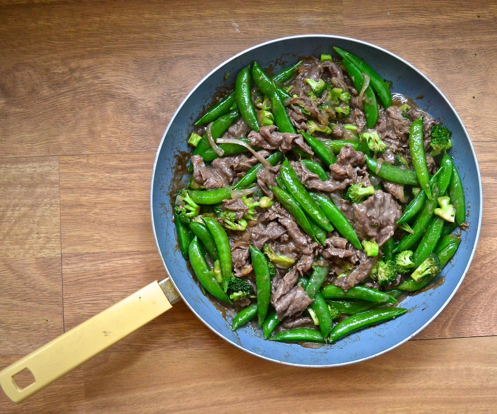 beef and veggie stir fry | pale yellow