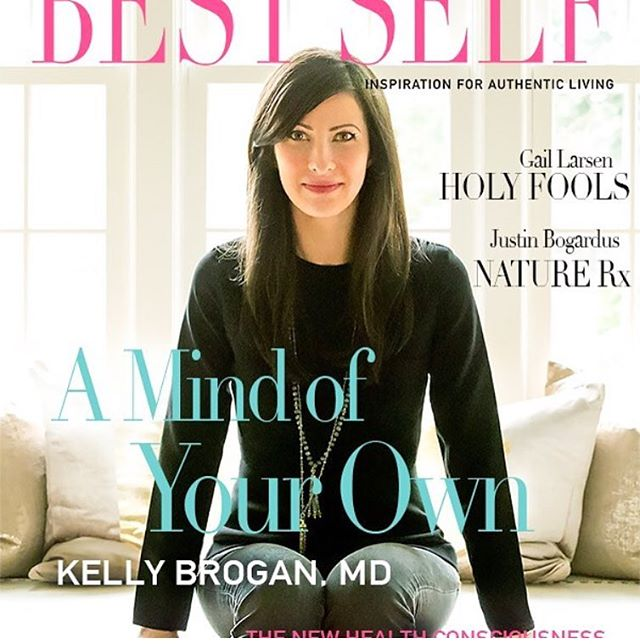 Waking up to read 'A Mind of Your Own,' by @kellybroganmd, a book that got blacklisted and then within 9 days of grass-roots efforts landed on 'The New York Times' best seller list. Dr. Kelly Brogan is a MIT, Cornell, NYU trained and board certified in psychiatry, psychosomatic and integrative medicine. She is basically a badass and has science to back up her findings! Love that her goal is to start a conversation around the notion of 'lifestyle medicine.' 👊🏽💖📖🤓😁 #read #functionalmedicine #inspirational #motivation #ladyboss #sundayvibes