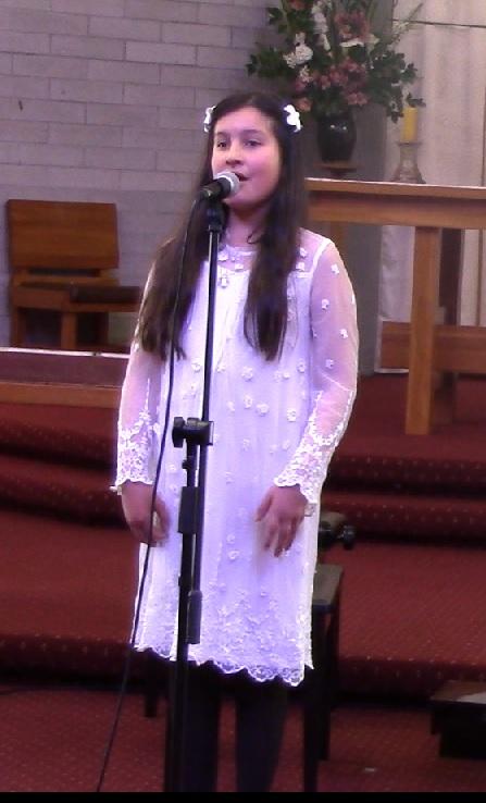 angelina sing.jpg