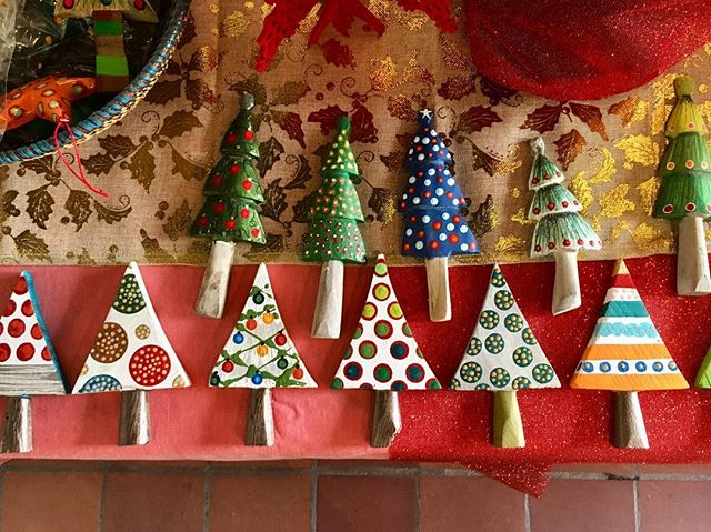 Make your tree original this year with these handmade ornaments.....coming soon! 🌲  #handmade #wood #handpainted #dominicantalent #ornaments #xmasdecor