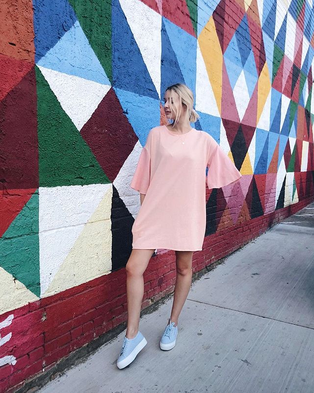 Modern day Baby Spice. 🍭 Found this comfy t-shirt dress (with pockets!!!) at @beau_and_arrow_xoxo_ — use RavenXOXO for 10% off. #BeauAndArrowXOXO