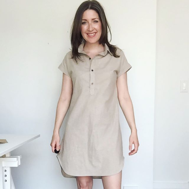 "A rare ""sewing with solids"" make: My #kalleshirtdress in khaki linen. About halfway through, I almost aborted mission because it was looking a bit too ""paper bag princess-y"" (hubby asking if it was a muslin didn't help! 😉). But I stuck with the vision and am so glad I did! Love love love this pattern! 😍  Construction notes: - first time doing the burrito yoke method 🌯✔️ - I really liked Heather's instructions for the collar... I'll be using this for collars from now on 🙌🏻 - I mixed up right side and left side when sewing the popover placket, but it still works 👍🏻 . . #sewing #isewmyownclothes #handmadewardrobe  #closetcasepatterns"
