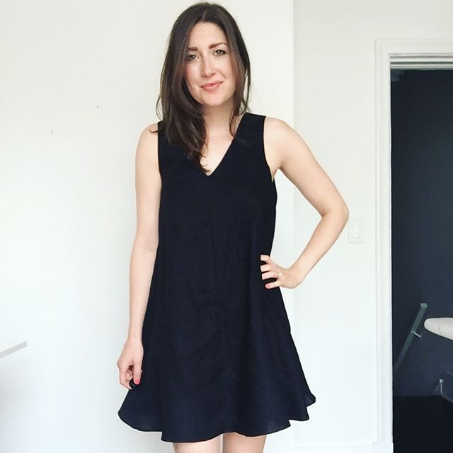 "Another solid fabric - how practical of me! ◼️This is the @papercutpatterns #swaydress - a very quick make and oh so swishy! 😏 I've been wanting a black linen tent dress for a while - such a good summer staple (and a new silhouette for me). . • Love the all-in-one neckline and armhole facing ✔️ • Yay for side seam pockets 👏🏻 • Has a rolled hem (which is is one of my favourite parts of sewing...buttons and buttonholes = least favourite!) • I heard the short view is quite short so I added 1"" but it's still pretty short! 🙈  #papercutpatterns #sewing #isew #isewmyownclothes #dressmaking #handmadewardrobe"