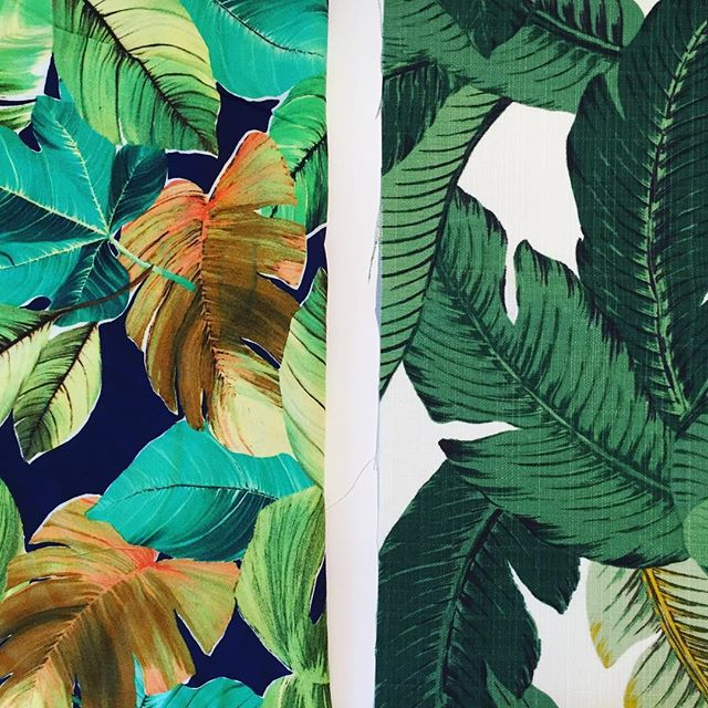 Up next on my sewing table: all the palm leaf fabric! 🌿🌿🌿 I'm incapable of keeping plants alive so this is my solution 😜. . . #sewing #fabric #onmysewingtable