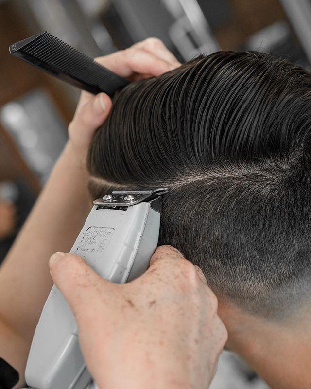 @andisclippers making the hard stuff look easy ✂️👊🏻 #hairKUTengineering . . . . #MensHair #MensHairstyles #MensHairSalons #MensBarbershops #HaircutsForMen #MensHaircutting #HaircutForMens #HaircutMen #HaircutMens #HaircutMenStyle #hardpart #MensSalon #MensStyleGuide #CaliLiving #CaliLife #CaliforniaIsHome #thursdaystyle #hardparthaircut #cashoutthursdays #thursdayvibes #thursdaysinblack