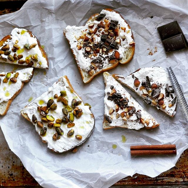 Low carb whipped ricotta toast two ways. 🍞My brunch (ok, all day) obsession. 👯Pistachio and olive oil make it savory, while chocolate cinnamon almond is perfectly sweet. 🍫 Recipe on modernlowcarb.com #lowcarb #keto #instafood #huffposttaste #thefeedfeed #recipe #modlowcarb #modernlowcarb #toast #ricottatoast #brunch #primal #lactopaleo #eeeeeats #foodandwine #foodgawker #tastespotting