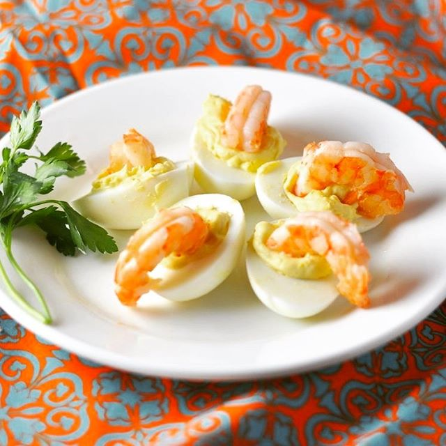 Happy Easter! 🐰Hope you like these shrimp salad deviled eggs! Recipe on modernlowcarb.com. 🥚🍤🌱 #lowcarb #keto #glutenfree #grainfree #paleo #primal #modlowcarb #modernlowcarb #shrimpsalad #deviledeggs #recipe #feedfeed #eeeeeats #lchf #banting #atkins