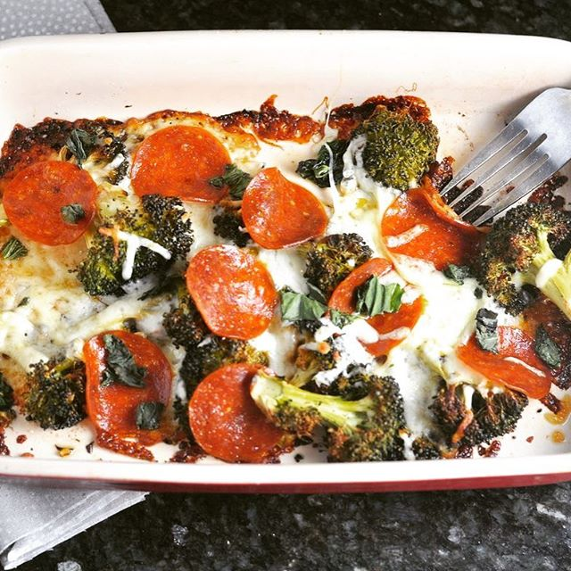 It's Friday and I am sooo hungry.  For pizza. But I'm trying to be a responsible adult.  Pizza Broccoli FTW! 🍕🙋🏼🙌🏼 🍕Recipe on modernlowcarb.com #lowcarb #keto #glutenfree #grainfree #lactopaleo #primal #pizza #pizzabroccoli #lchf #recipe #modlowcarb #modernlowcarb #atkins