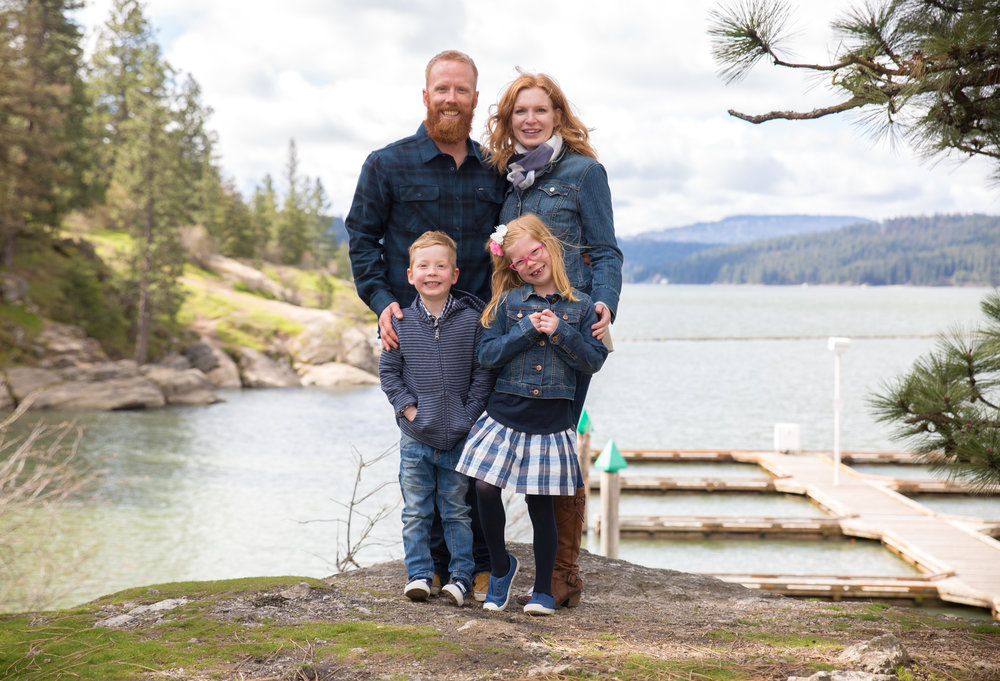 Smiling family shoot in Coeur d' Alene Idaho