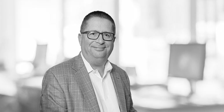 Peter Dyer (Chief Operating Officer)