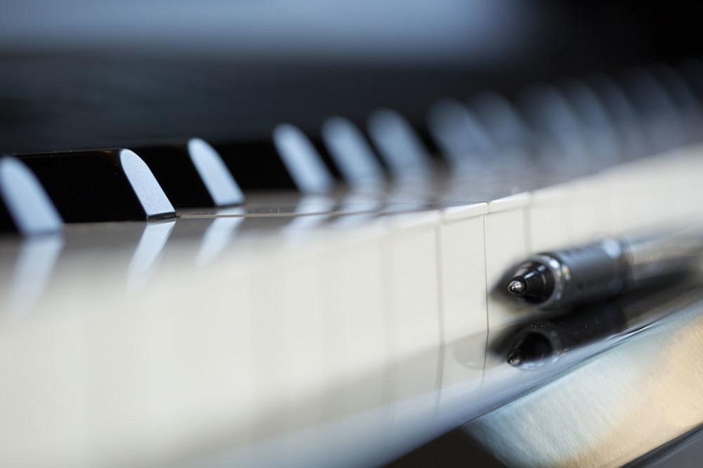 pianopen.jpg