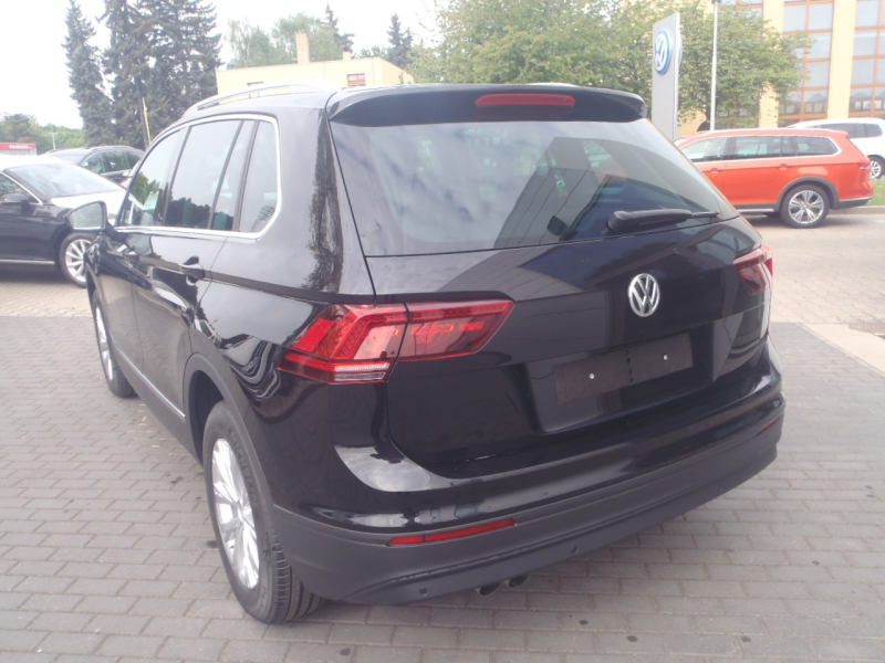 7758_3_VW-Tiguan-2-0-TDI-4MOT-DSG-110kW-Comfortline-681324-cerna.jpg