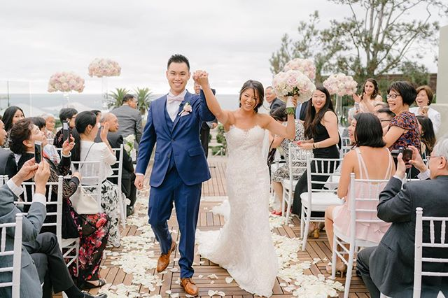This moment right here 🙌❤️ . . . Venue: @laubergedelmar | Coordination: @lavishwed | Dessert: @sweetcheeksbakingco | Hair: @bstyleshair | Makeup: @shelby_mcelroy | Videographer: @russelljohnfilms | DJ: @djwillchitwood | Violin: @spagsmusic