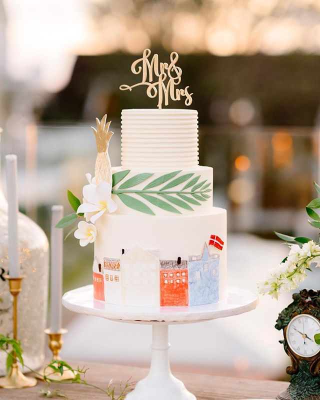 TASTY TUESDAYS!!! Let me tell you, this thing was delicious! Sweet Cheeks does it again with this custom cake for Robin and Lars' L'Auberge stunner of a wedding 🙌