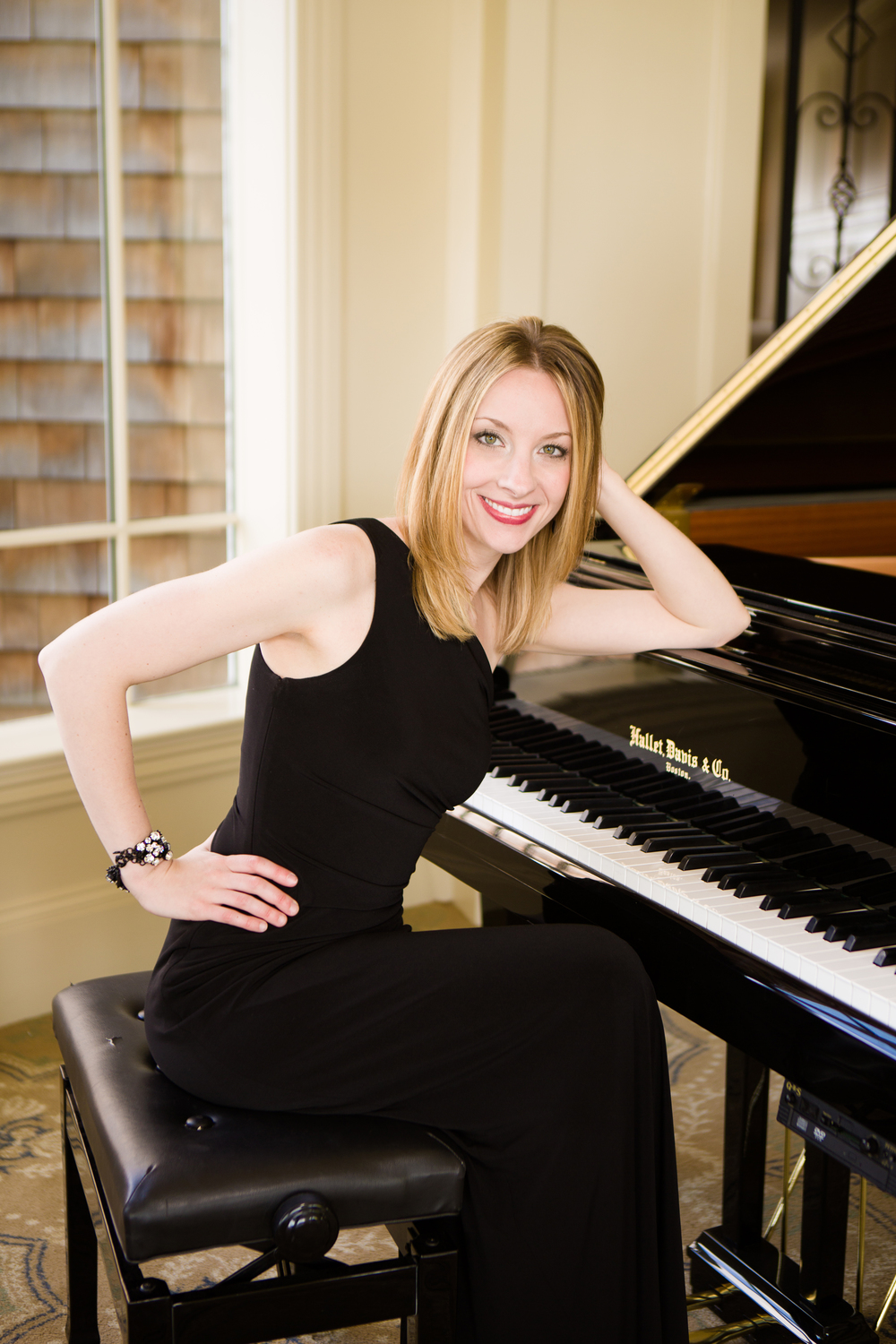 004Yvonne-pianist-singer-Vail-Fucci2319.jpg