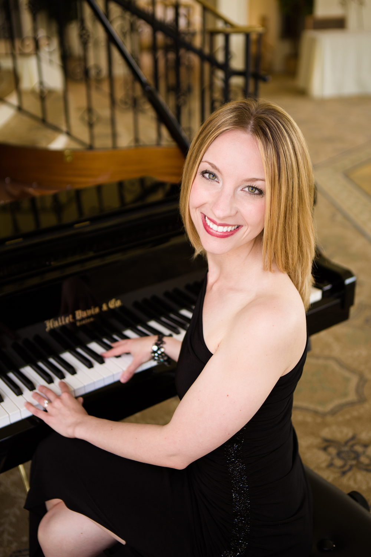 039Yvonne-pianist-singer-Vail-Fucci2417a.jpg