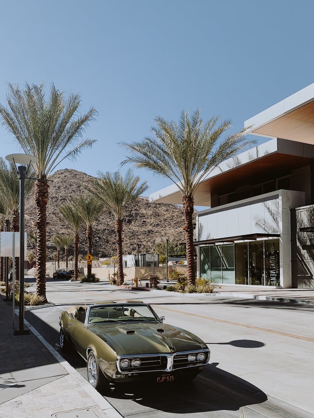 palm_springs_downtown_old_car.jpg