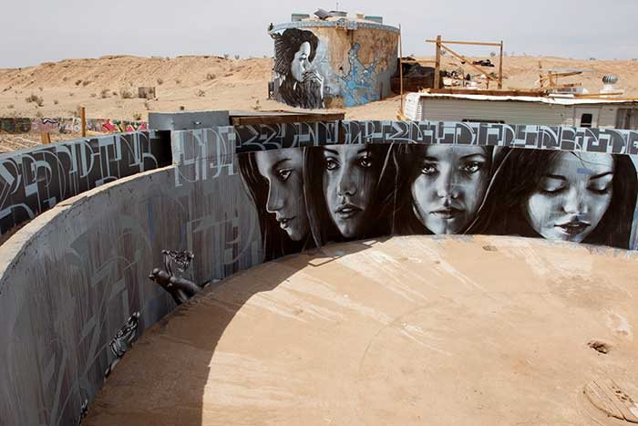 Click this photo to learn more about the murals from DesertUSA.com