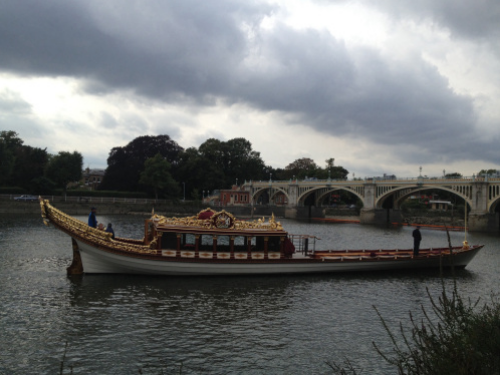 The Gloriana used at the Queen's Diamond Jubilee, passing under Twickenham Bridge. (photo - worklondonstyle)